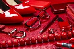 Accesorios rojos de la mujer Fotos de archivo libres de regalías