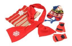 Accesorios rojos del invierno dispuestos agradable Imagen de archivo libre de regalías