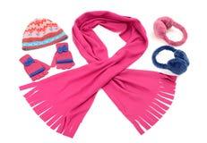 Accesorios rosados y azules del invierno aislados en el fondo blanco Imagen de archivo