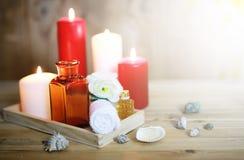 Accesorios vela y botella del balneario Imágenes de archivo libres de regalías