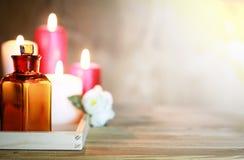 Accesorios vela y botella del balneario Foto de archivo libre de regalías