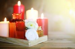 Accesorios vela y botella del balneario Fotografía de archivo libre de regalías
