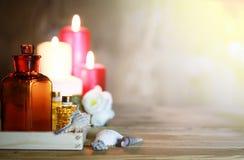 Accesorios vela y botella del balneario Imagenes de archivo