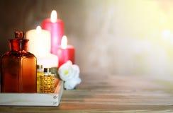 Accesorios vela y botella del balneario Imagen de archivo libre de regalías