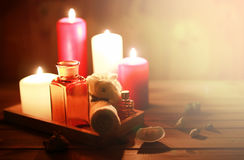 Accesorios vela y botella del balneario Fotografía de archivo