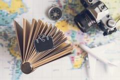 Accesorios y artículos del ` s del viajero Fotos de archivo libres de regalías