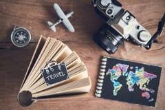 Accesorios y artículos del ` s del viajero Imagenes de archivo
