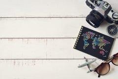 Accesorios y artículos del ` s del viajero con el cuaderno y el SP negros de la copia Imagenes de archivo
