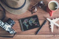 Accesorios y artículos del ` s del viajero con el cuaderno y el SP negros de la copia Imagen de archivo libre de regalías
