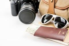 Accesorios y artículos del ` s del viajero en blanco Foto de archivo libre de regalías
