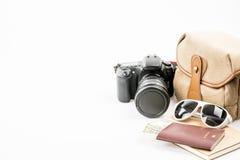 Accesorios y artículos del ` s del viajero en blanco Foto de archivo