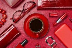 Accesorios y café de la mujer Foto de archivo libre de regalías