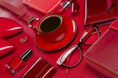 Accesorios y café de la mujer Fotos de archivo