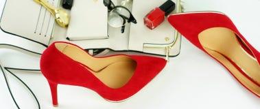 Accesorios y cosméticos elegantes de moda femeninos Foto de archivo libre de regalías