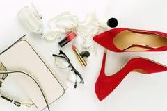 Accesorios y cosméticos elegantes de moda femeninos Fotografía de archivo