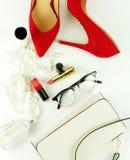 Accesorios y cosméticos elegantes de moda femeninos Foto de archivo
