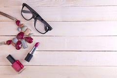 Accesorios y cosméticos femeninos Fotografía de archivo libre de regalías