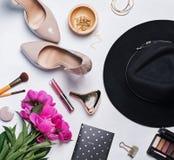Accesorios y cosméticos femeninos Foto de archivo