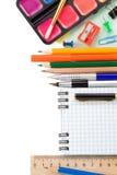 Accesorios y cuaderno de la escuela en blanco Imágenes de archivo libres de regalías