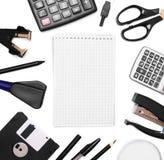 Accesorios y cuaderno de la oficina. Fotografía de archivo libre de regalías