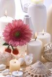 Accesorios y flor del baño Fotos de archivo libres de regalías