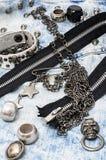 Accesorios y joyería de costura del cráneo Imagen de archivo libre de regalías