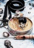 Accesorios y joyería de costura del cráneo Foto de archivo