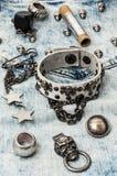 Accesorios y joyería de costura del cráneo Fotografía de archivo