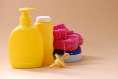Accesorios y juguetes del cuarto de baño del bebé Fotos de archivo libres de regalías