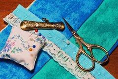 Accesorios y materiales de costura de la mano del vintage Foto de archivo libre de regalías
