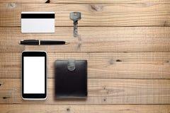 Accesorios y objetos diarios en la madera Foto de archivo
