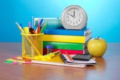 Accesorios y reloj de la escuela Foto de archivo