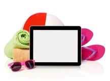Accesorios y tableta de la playa Fotos de archivo