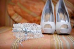 Accesorios y zapatos de la boda Fotos de archivo