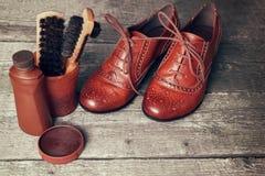 Accesorios y zapatos de la limpieza del zapato Fotos de archivo