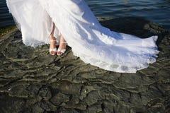 Accesorios, zapatos y pies nupciales. Fotos de archivo
