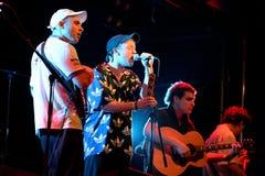 Accesos directos de memoria (banda de rock del estallido) en concierto en el festival de la BOLA Foto de archivo