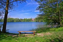 Access al lago immagine stock