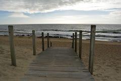 Access di legno alla spiaggia Immagini Stock
