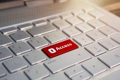 Access introduisent la clé et verrouillent l'icône Colorez le bouton sur le clavier argenté gris de l'ultrabook moderne légende s Image libre de droits