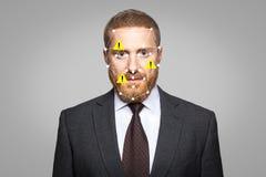 Access a ni?, l'erreur biom?trique de v?rification - reconnaissance des visages d'homme d'affaires avec l'insecte image libre de droits