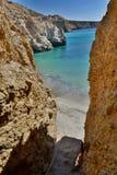 Accesso della spiaggia di Tsigrado Milo Isole di Cicladi La Grecia Fotografie Stock Libere da Diritti