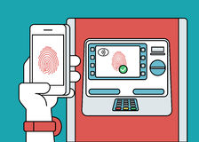 Accesso mobile al BANCOMAT tramite smartphone facendo uso dell'identificazione dell'impronta digitale Fotografia Stock