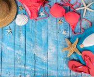 Accessoire de plage d'été sur la table en bois Images libres de droits