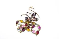 Accessoires colorés de bijoux sur le fond blanc pur Images stock
