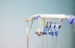 Accessoires d'électrocardiogramme et du fond de mur, instrument médical utilisé pour surveiller la fréquence cardiaque dans le pa Photos libres de droits