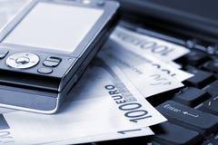 Accessoires d'affaires et euro billets de banque Photo stock