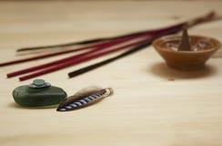 Accessoires d'Aromatherapy et de station thermale sur la table en bois Photos stock