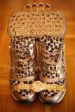 Accessoires d'or de femmes Montre-bracelet et purs d'or riches de luxe Images libres de droits