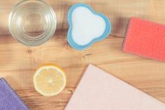 Accessoires de Colofrul et détergents naturels non-toxiques pour la maison de nettoyage, concept de fonctions de ménage image libre de droits